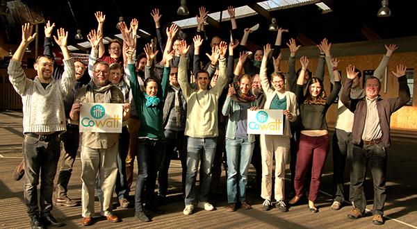 Groupe mains levées OK - web 600px